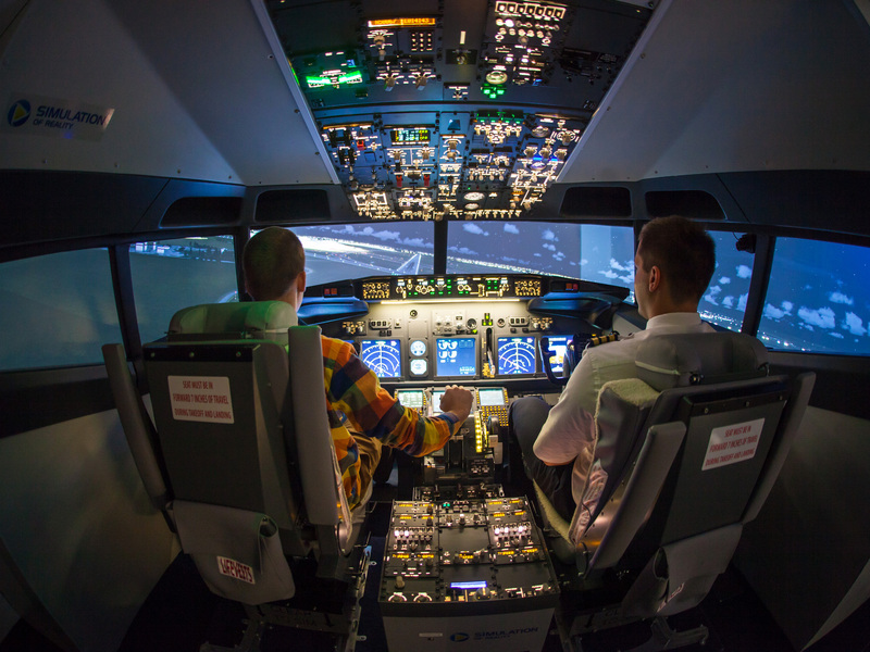 Pilotování simulátoru Boeing 737 jako dárek Praha