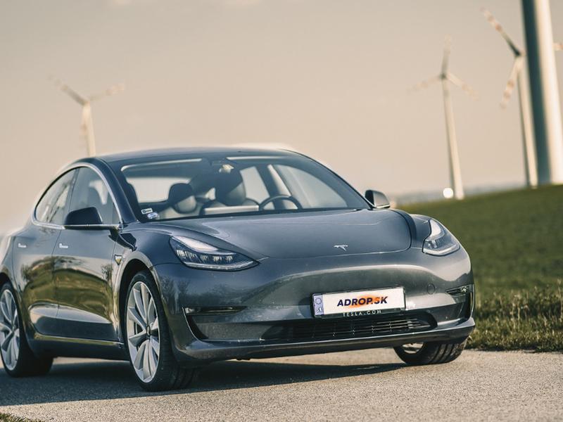 Jazda na Tesle Model 3 Performance